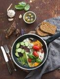 Лоток яичниц, салями, спаржа, вишня Стоковые Фото