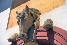 Лошадь и копыта в стене в чехии стоковые изображения rf