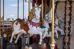Лошадь на carousel года сбора винограда ` s детей стоковое изображение