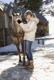 лошадь petting женщина Стоковая Фотография RF