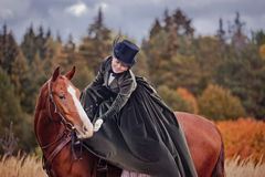 Лошад-звероловство с всадниками в привычке катания Стоковая Фотография