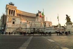 Лошади перед аркадой Venezia и Vittoriano Emanuele Monume Стоковые Фото