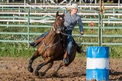 Лошадь и всадник округляя bens бочонков Стоковое Изображение