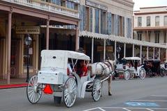Лошадь и путешествие Carraige через старое Сакраменто стоковое изображение rf