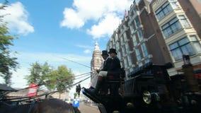Лошадь и экипаж в Амстердаме видеоматериал