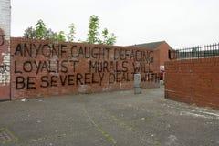 Лояльное предупредительное сообщение на кирпичной стене, Белфаст. стоковые изображения rf