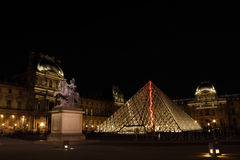 Лувр в Париже француза Стоковые Изображения RF
