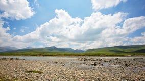 Луг плато около потока стоковые фотографии rf
