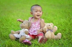 лужок младенца сидит Стоковые Фотографии RF