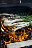 Луки BBQ на огне Стоковое фото RF
