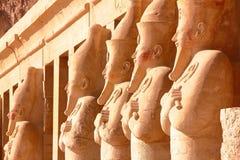 ЛУКСОР, ЕГИПЕТ: Статуя Osiris на виске Hatshepsut Стоковые Фотографии RF