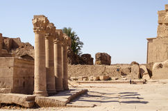 Луксор, Египет, 23-ье июля 2014 Столбцы около виска Dendera Стоковое Изображение