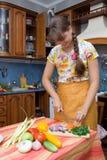 лук девушки вырезывания Стоковые Фотографии RF