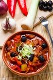 Лук-порей и тушёное мясо черных оливок стоковое изображение rf