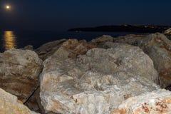 луна затмения лунная над морем стоковые фотографии rf