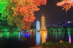 Луна и висок Guilin Китай пагоды Солнця Стоковые Фотографии RF