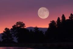 Луна и гора стоковая фотография rf