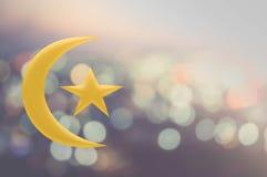 Луна и звезда золота на предпосылке bokeh Стоковое Фото