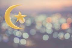 Луна и звезда золота на предпосылке bokeh Стоковая Фотография