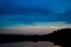 Луна и озеро стоковое фото rf