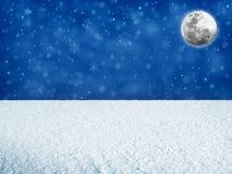 Луна над снежным ландшафтом Стоковое Изображение