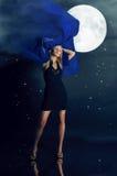 луна очарования девушки Стоковая Фотография