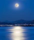 Лунный свет на городе Стоковые Фотографии RF