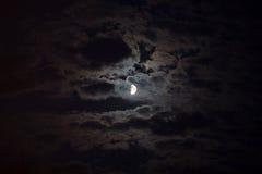 Лунный свет освещает облака Стоковое Фото