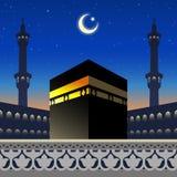Лунный свет Kaaba и силуэт мечети на арабской геометрической скороговорке стоковые фотографии rf