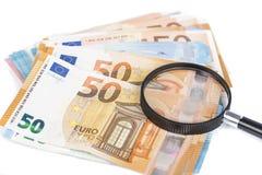 Лупа и куча примечаний евро Стоковая Фотография