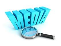 Лупа с голубым словом средств массовой информации текста Стоковые Фото