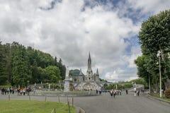 Лурд, midi-Pyrénées, Франция; Июнь 2015: Наша дама базилики Лурда в Лурде, Франции стоковые фото