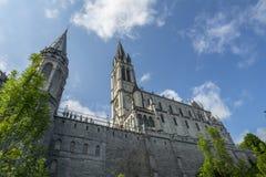 Лурд, midi-Pyrénées, Франция; Июнь 2015: Наша дама базилики Лурда в Лурде, Франции стоковое изображение