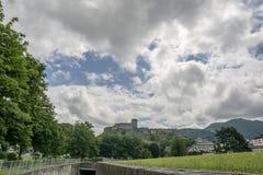Лурд, midi-Pyrénées, Франция; Июнь 2015: Форт de Лурд замка исторический замок расположенный в Лурде в Hautes- стоковая фотография rf