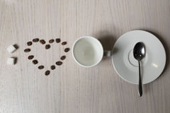 Лучи кофе, сахар, ветроуловитель и чашка, осматривают сверху; Стоковая Фотография