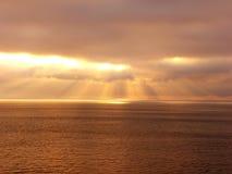 лучи облака золотистые Стоковые Изображения RF
