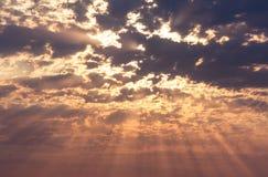 Лучи солнца на небе Стоковое фото RF