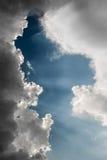 Лучи Солнця через облака Стоковые Фотографии RF