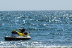 Лыжа двигателя на море Стоковые Изображения