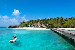 Лыжа двигателя на пляже Мальдивов Стоковые Фотографии RF