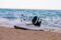 Лыжа двигателя на пляже Стоковая Фотография
