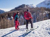 Лыжа путешествуя деятельность при зимы Стоковая Фотография