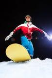 Лыжная маска молодого snowboarder нося готовая для того чтобы сползти Стоковое Изображение