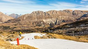 Лыжники на искусственном наклоне снега акции видеоматериалы