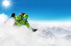 Лыжник Freeride на бежать piste покатый Стоковые Фото