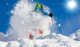 Лыжник Freeride на бежать piste покатый Стоковые Фотографии RF
