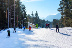 Лыжный курорт Bansko, Болгария, люди, Mountain View Стоковая Фотография