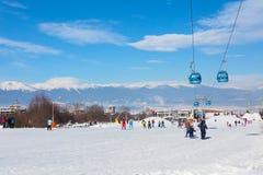 Лыжный курорт Bansko, Болгария, люди, Mountain View Стоковые Изображения