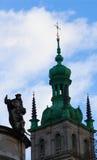 ЛЬВОВ, УКРАИНА - 14-ОЕ НОЯБРЯ 2015: Главный фасад доминиканских церков и монастыря Стоковые Фото