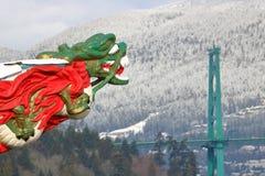 Львы ` s головы и Ванкувера ` s дракона стробируют мост Стоковые Фото
